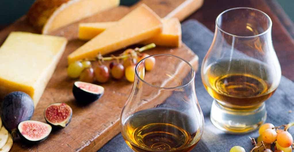 Сыр и коньяк