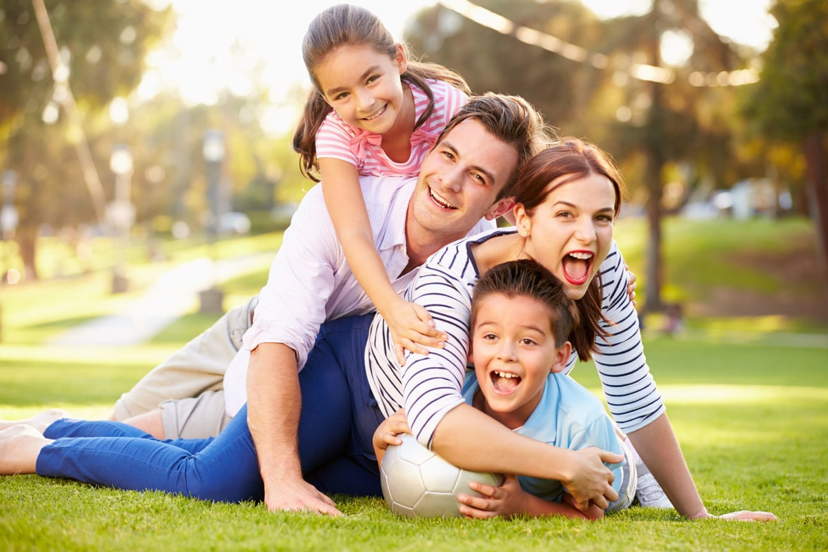 Семья на траве